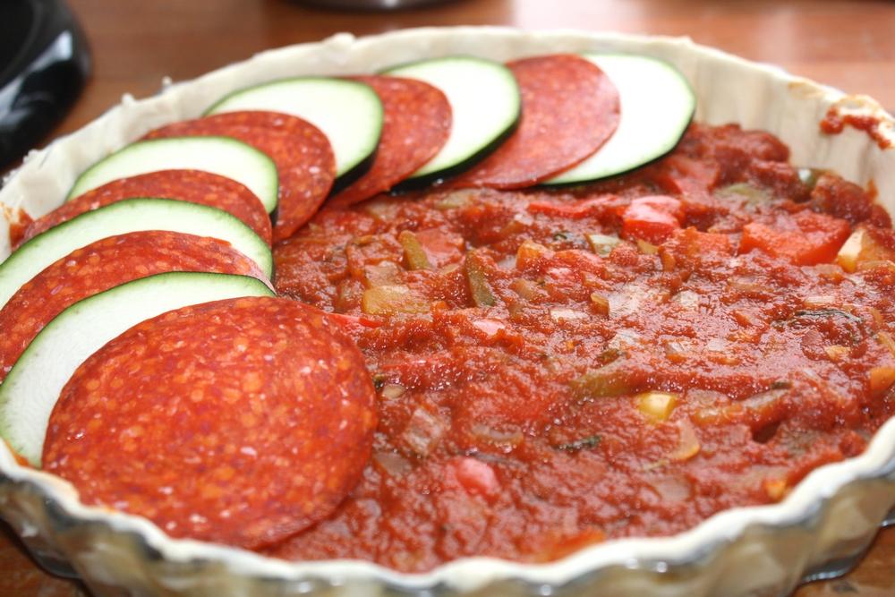 tarte chorizo courgette sur lit de sauce tomate aux. Black Bedroom Furniture Sets. Home Design Ideas