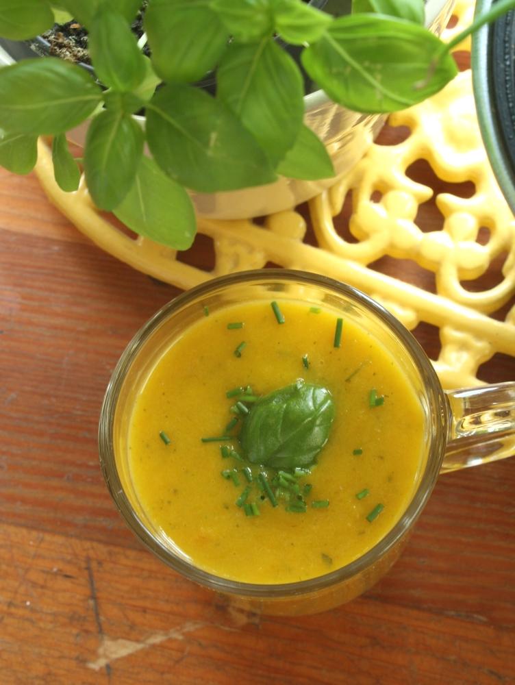 Velout de poivrons jaunes carottes les d lices de letiss - Soupe betterave thermomix ...