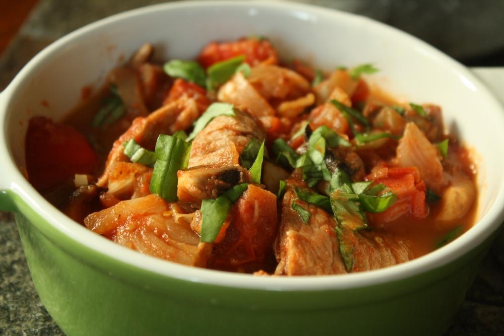 Cocotte de noix de veau la sauce tomate les delices de - Cuisiner le veau en cocotte ...